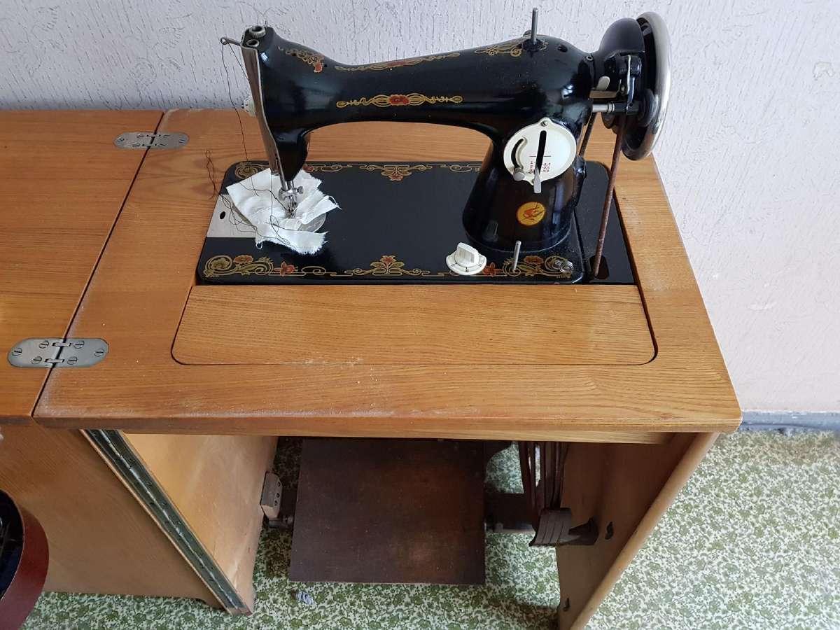 Tarybinė siuvimo mašina