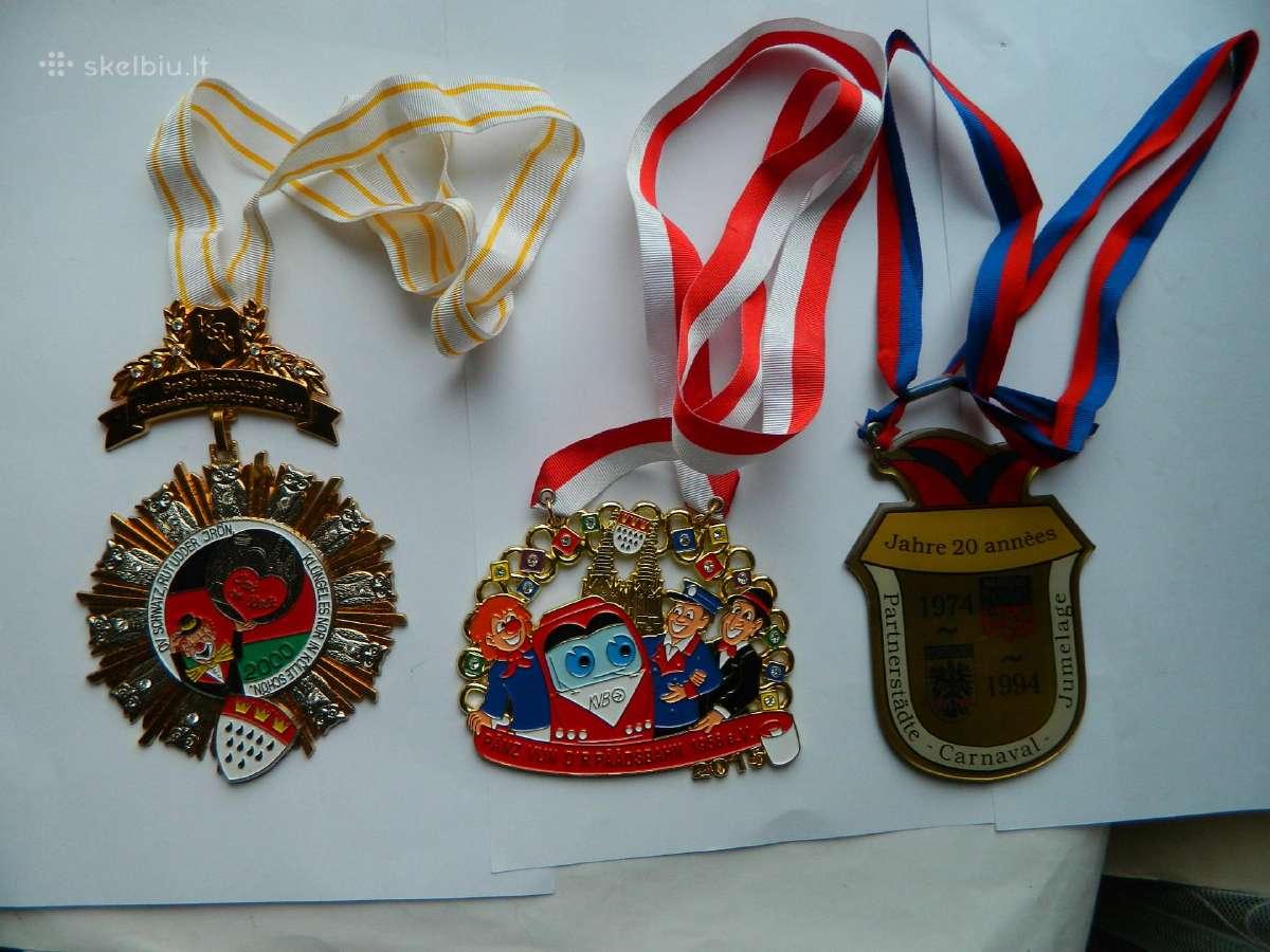 3 apdovanojimai