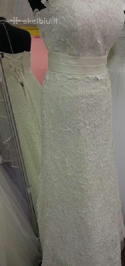 Klasikinė vestuvinė suknelė