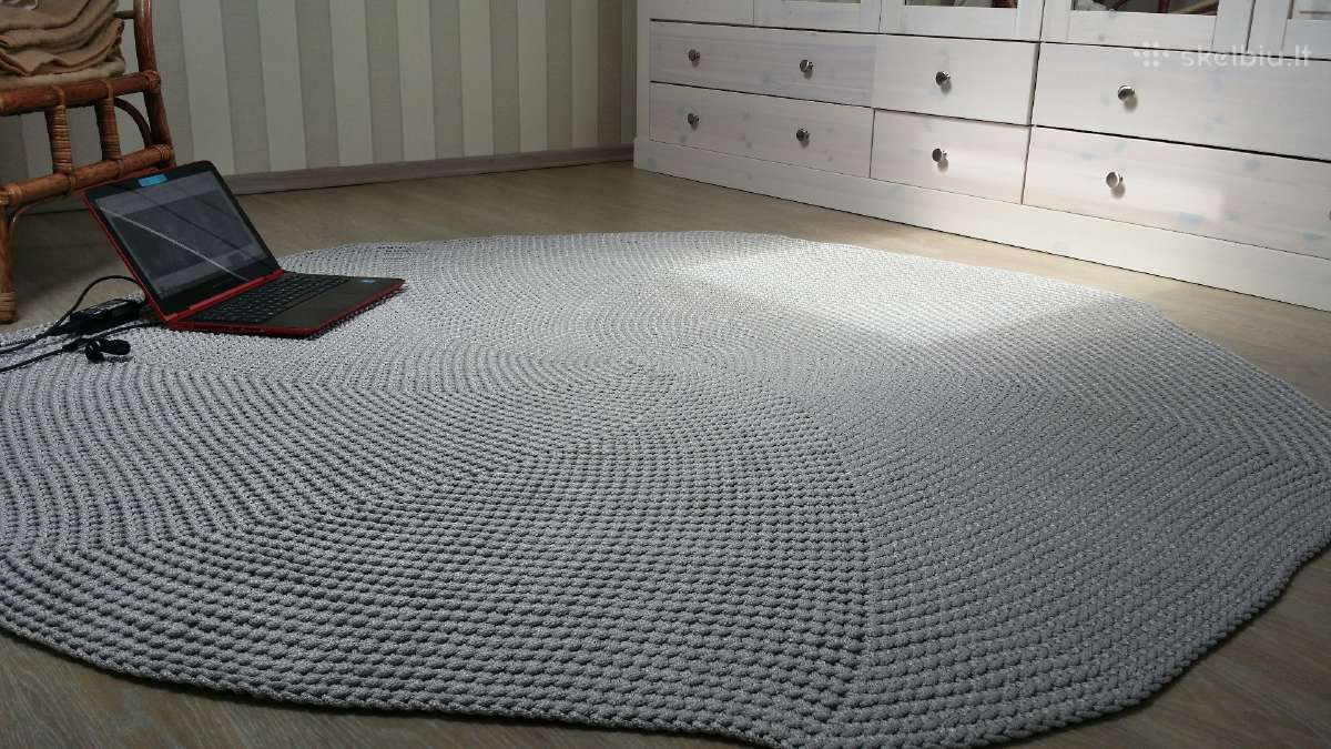 Rankų darbo nerti kilimai