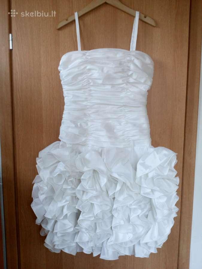 Balta progine suknele.