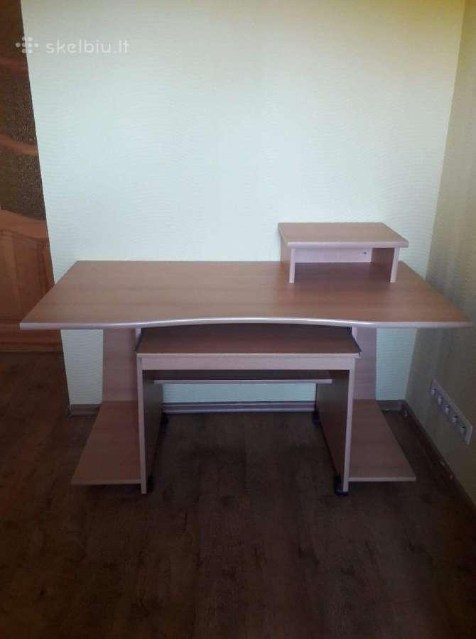 Skubiai parduodu didelį rašomąjį stalą
