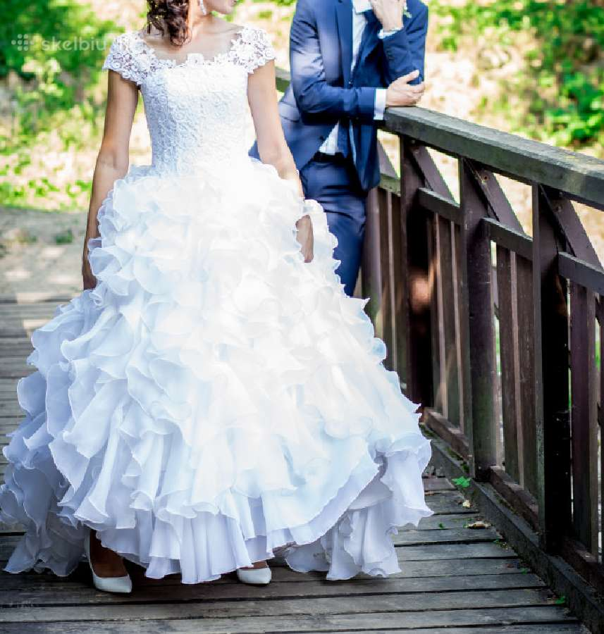 Rankų darbo vestuvinė suknelė