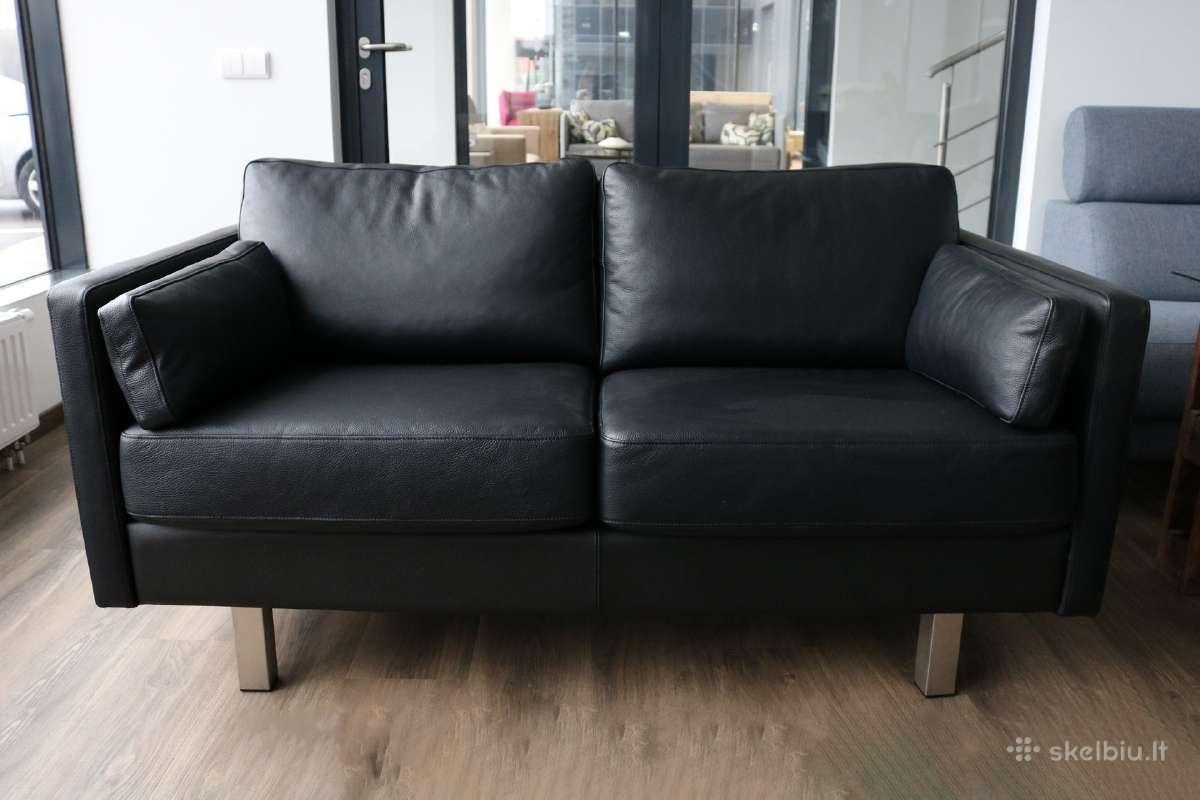 Odinė juoda sofa