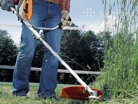 Žolės pjovimas su trimeriu
