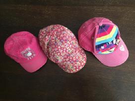 Kepurės su snapeliu mergaitei