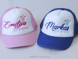 Siuvinėtos kepurės