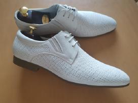 Balti odiniai batai