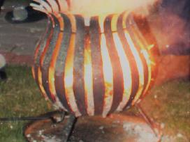 Gintaro dulkės, ugnies stovas / aukuras