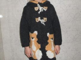 Rankų darbo megztas paltukas mergaitei - nuotraukos Nr. 2