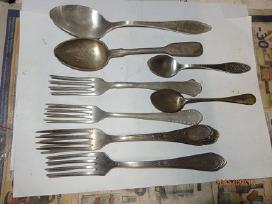 Seni milchioriniai sidabruoti stalo yrankiai