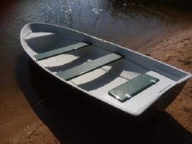 Didelė plastikinė valtis, dalinai dviguba