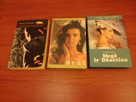 Parduodamos grožinės literatūros knygos
