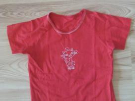 Mergaitei raudoni marškinėliai