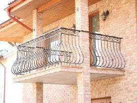 Vartai tureklai tvoros stogeliai