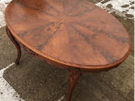 XIX a raudonmedžio stalas