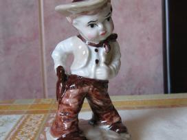 Porceliano statulele - labai grazi.zr. foto. .