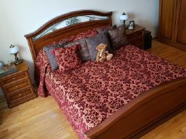 Prabangi lovatiesė su pagalvėlėmis