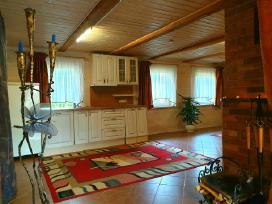 Gargžduose namo dalį su atskiru įėjimu