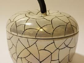 Kinietiško porceliano indelis papuošalam