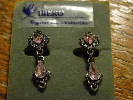 Tamsaus sidabro spalvos auskarai švelniai rožinėmi
