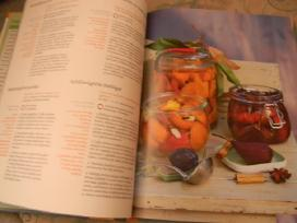 Knygos - nuotraukos Nr. 2