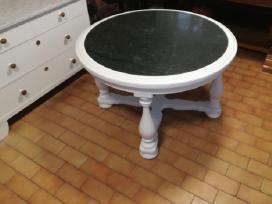 Apvalus, baltas stalas su žalio marmuro plokste