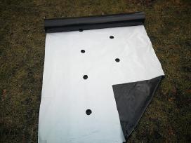 Plėvelė braškėms juodai-balta su skylėm (Graikija)