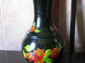 Metaline vaza is XX amziaus.zr. foto.