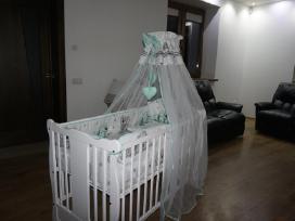 Naujos kūdikio lovytės.